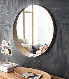 STOCKHOLM ronde spiegel, met een extra brede onderrand voor al je kleine spulletjes