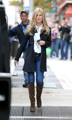 Classic layering for fall. (Jennifer Aniston)