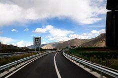 Auf dem Weg vom Gongga Airport nach Lhasa.