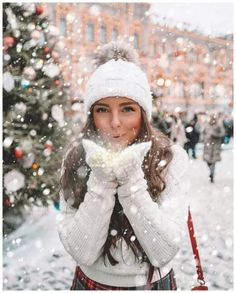 Ideas For Photography Poses Women Winter Pictures Winter Senior Pictures, Winter Pictures, Winter Images, Senior Pics, Snow Photography, Photography Poses Women, Christmas Photography, Abstract Photography, Levitation Photography
