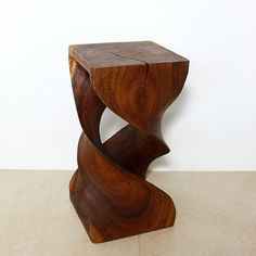 A pair of these stools would go great at the foot of my guests bed