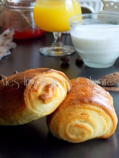 petits pains au chocolat Croissants, Sweet Dough, I Love Food, Italian Recipes, Baked Goods, Samar, Bakery, Food And Drink, Cooking Recipes