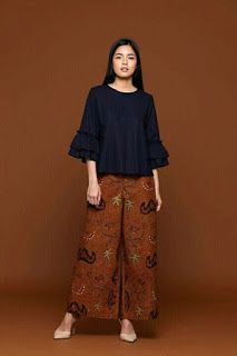 "7 dari 50 lebih gambar <a href=""http://www.modelmuslims.com/2017/08/model-baju-batik.html"">model baju batik</a> modern terbaru 2018 yang dapat menginspirasi anda."