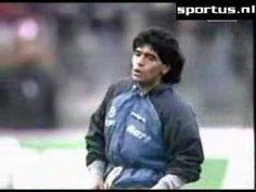 Fútbol, pasión de multitudes...  Maradona - Live is life