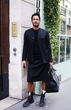 Marc Jacobs in yet another stylish kilt, loving the bag too!