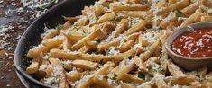 Tepsiben sült krumplihasábok parmezánnal és fokhagymával - Izgalmas, isteni köret - Receptek | Sóbors Pasta Salad, Ethnic Recipes, Food, Crab Pasta Salad, Eten, Meals, Macaroni Salad, Diet