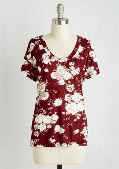 Why buy a bouquet today? 'Cause beauty is meant to be enjoyed! Same goes for this burgundy top - the fashionable look of its V-neckline, fine ribbing, and khaki-and-white floral print are a great choice at all times.