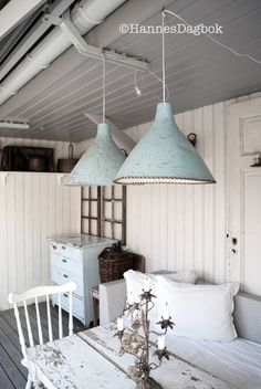 Vintage Interior.... love the lights