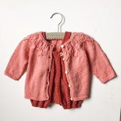 Ballonbukserne er da også chikke under Bellatrøjen ❤️ #ballonbukser #allyouknitislove #susiehaumann #nøstebarn #silkeull #bellatrøje #leneholmesamsøe #sandnes #sandnesgarn #babyulllanett #mormorstrik #frknobeltycho #knitforkids #knittersofinstagram #knitting_inspiration #knitforbaby