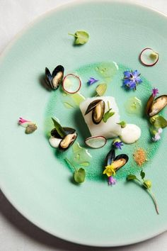 Thanks to Edwin Vinke (De Kromme Watergang - The Netherlands); Cod/zeeland mini mussels/green curry/sorrel/radish/bonemarrow and bottarga (Photography by Eric Kleinberg Photography-De Kromme Watergang) Dessert Chef, Michelin Star Food, Molecular Gastronomy, Edible Art, Culinary Arts, Creative Food, Food Design, Food Presentation, Food Plating