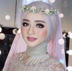 Hijab Wedding Islamic Wedding Dresses for Brides Muslim Wedding Gown, Hijabi Wedding, Muslimah Wedding Dress, Disney Wedding Dresses, Wedding Dress With Veil, Hijab Bride, Muslim Brides, Pakistani Wedding Dresses, Muslim Women