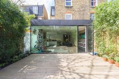 weve done a few side returns and rear extensions in Fulham This one very clever in that its kept in from the boundary so you still get side light