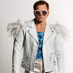 ROCKETMAN soundtrack featuring Elton John & Taron Egerton has been released by Interscope Records. Elton John Halloween Costume, Elton John Costume, Cute Costumes, Costumes For Women, Halloween Costumes, Halloween 2020, Spooky Halloween, Elton Jon, Rocketman Movie