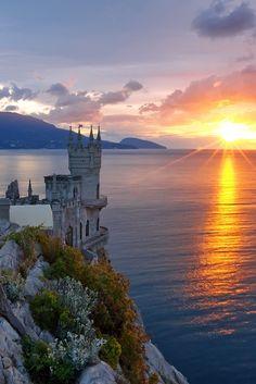 The-Swallow's-Nest-Castle-in-Crimea-Ukraine ~Sunrise Sunset~ Beautiful Castles, Beautiful World, Beautiful Places, Places To Travel, Places To See, Places Around The World, Around The Worlds, Beautiful Sunrise, Ciel