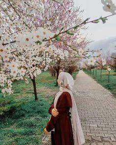 Dreamy Photography, Girl Photography Poses, Tumblr Photography, Modest Fashion Hijab, Stylish Hijab, Hijabi Girl, Girl Hijab, Ootd Hijab, Arab Girls Hijab