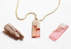 Pendentes de madeira com resina