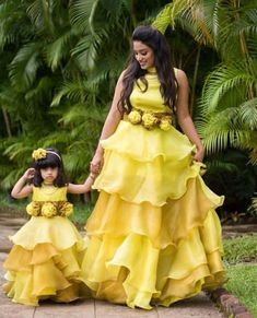 New baby boy clothes mommy kids fashion Ideas Mom Daughter Matching Outfits, Mommy Daughter Dresses, Mom And Baby Dresses, Mom And Baby Outfits, Mother Daughter Fashion, Kids Party Wear Dresses, Baby Girl Party Dresses, Dresses Kids Girl, Baby Girl Frocks