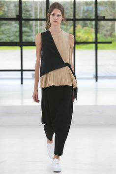 Something nice about this half vest in solid black tied over the fine pleated top.Gauchere Spring Summer 2016 Paris fashion show is all about contradiction and opposites making a subtle statement that Fashion is borderless. Fashion Details, Look Fashion, Paris Fashion, New Fashion, Trendy Fashion, Runway Fashion, Fashion Show, Fashion Outfits, Womens Fashion