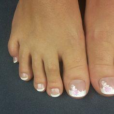 Die #neuen #french #nails emojiemojiemoji #Toenailtips #toenails #fussnägel #füße #zehnägel #manicure #maniküre #pedicure #pediküre #design #flowers #girls #musthave #beautyblogger #californianails