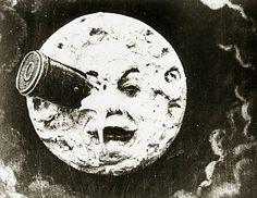Şu söğütler yanıyor gibi hala Oysa güneş çoktan gitmişti Ve çekilmişti güneş ay'a misafir.     ~Meral Meri~