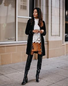 """2,711 Me gusta, 115 comentarios - Lauren Johnson (@discodaydream) en Instagram: """"Check out how I styled my favorite fall trends, like this feminine lace top from…"""""""
