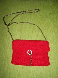 Bolso de crochet con cadena