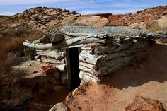 Awesome subterranean primitive shelter!