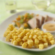 De Pom' Risolées #aardappelblokjes van #Aviko worden gemaakt van de hoogste kwaliteit aardappelen. Verras uw gasten met deze klassieker: vers voorgegaarde in blokjes gesneden aardappel. De aardappelblokjes zorgen voor efficiëntie en flexibiliteit in uw onderneming. U bent altijd in staat uw gasten Pom' Risolées aardappelblokjes voor te schotelen door de langere bewaartijd van dit product. Hierdoor speelt u gemakkelijk in op de veranderende eetpatronen van uw gasten.