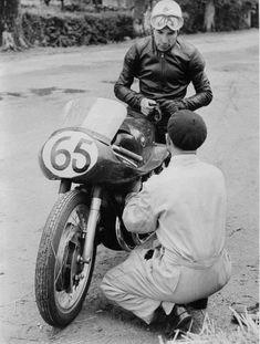 PHOTOS de COURSES 1950 / 1960 – Le Blog de François Fernandez Manx, Bugatti, Bmw, Black And White Pictures, Courses, Motogp, Racing, Vintage, Classic