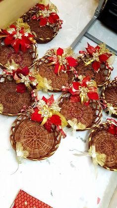 Gift packing ideas Marriage Decoration, Wedding Stage Decorations, Festival Decorations, Desi Wedding Decor, Wedding Gift Baskets, Wedding Gift Wrapping, Engagement Gift Baskets, Trousseau Packing, Marriage Gifts