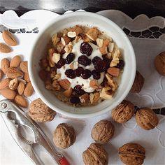 My Casual Brunch: Papas de aveia com iogurte, arandos, amêndoas e no...