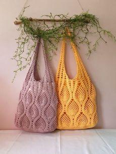 Crochet Pineapple Bag by aliabklynhandmade on EtsyProdukty podobne do Crochet Pineapple Tote Bag w Etsy Crochet Beach Bags, Crochet Market Bag, Crochet Tote, Crochet Handbags, Crochet Purses, Granny Square Crochet Pattern, Crochet Diagram, Crochet Patterns, Crochet Granny
