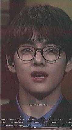 V Taehyung, Bts Jungkook, V Video, Bts Polaroid, V Bts Wallpaper, Bts Maknae Line, Aesthetic Memes, Bts Memes Hilarious, V Cute