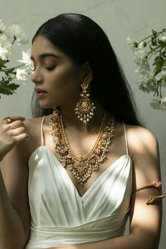 Indian Bridal Jewelry Sets, Indian Jewelry Earrings, Bridal Jewellery, Gold Jewellery, Fine Jewelry, Bridal Necklace, Chocker Necklace, Emerald Necklace, Chokers