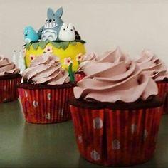Cupcakes red velvet (veludo vermelho) recheado com ganache de chocolate meio amargo e cobertura de chantinho de chocolate 100% cacau!!! #feitopormim. #feitocomcarinho. Aceitando encomendas!!! Whatzapp (24) 998386749 by deia_docinhos