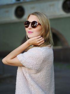 """""""Jenni looking pretty in Samuji's Aura knit""""."""