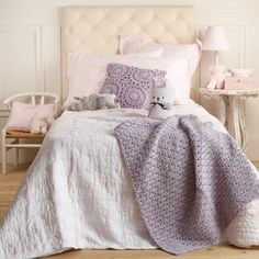 love the scheme, the crocheted cushion and throw