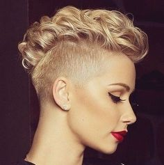 We have a love love relationship with the blonde pixie cut, these 16 styles had us like . Mohawk Hairstyles For Girls, Undercut Hairstyles, Cool Hairstyles, Blonde Pixie Cuts, Short Hair Cuts, Short Curly Mohawk, Pixie Mohawk, Pelo Mohawk, Short Hair