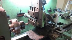 """Lathe Milling Attachment by Cascao -- Used an angle to mount a old lathe top slide as a """"Z"""" axis. Homemade Lathe, Homemade Tools, Lathe Machine, Machine Tools, Engineering Tools, Metal Workshop, Maker Shop, Lathe Tools, Metal Working Tools"""