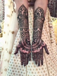 Detailed Bridal Mehndi Design on Arms
