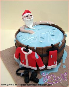Curso Fondant Papa Noel Santa Christmas cake - For all your cake decorating supplies, please v Christmas Cake Decorations, Christmas Cupcakes, Holiday Cakes, Christmas Desserts, Christmas Treats, Santa Christmas, Xmas Cakes, Aussie Christmas, Father Christmas