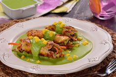 Chicken Rolls in Salsa de Poblano Healthy Recepies, Easy Healthy Recipes, Yummy Recipes, Mexican Food Recipes, Dinner Recipes, Mexican Cooking, Pollo Recipe, Clean Eating, Recipes