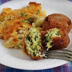 Egy finom Sajtos cukkinifasírt tejszínes paszternákkal ebédre vagy vacsorára? Sajtos cukkinifasírt tejszínes paszternákkal Receptek a Mindmegette.hu Recept gyűjteményében! Healthy Drinks, Healthy Snacks, Snack Recipes, Cooking Recipes, Tasty, Yummy Food, Hungarian Recipes, Side Dishes, Food And Drink