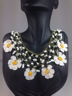 Handmade crochet daisy necklace. More info please email to me. Info@elizbijoux.com