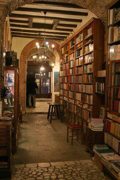 Biblioteca de la universidad de salamanca la biblioteca universitaria m s antigua de europa - Libreria universitaria madrid ...