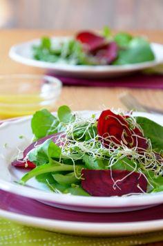 Nyers, csírás-céklás rukkolasaláta Tipikus Flammeres: Cékla nyersen Seaweed Salad, Ale, Meat, Ethnic Recipes, Food, Ale Beer, Essen, Meals, Yemek