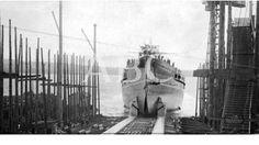 El Ferrol. 05/02/1912. Momento de salir del dique seco el acorazado ?España?