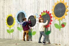 Outdoor Mark Making Chalkboard Daisies a Outdoor Learning Spaces, Kids Outdoor Play, Outdoor Play Areas, Kids Play Area, Outdoor Art, Preschool Playground, Preschool Garden, Sensory Garden, Outdoor Playground
