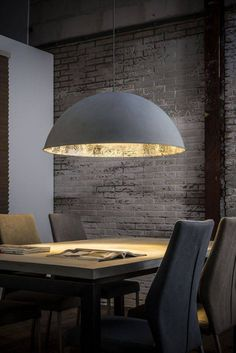 Hängelampe Dottore Betonoptik Industrial XL Shine and extravagance! Factory loft style in combination with glamorous gold and silver – this is the hanging lamp Dottore Doppio! The highlight of this … Plug In Pendant Light, Pendant Lighting, Dining Table Lighting, Recessed Spotlights, Bathroom Spotlights, Farmhouse Kitchen Lighting, Kitchen Chandelier, Geometric Decor, Room Lamp