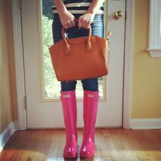 really, really want these rain boots and I will take the bag too...hehe :)